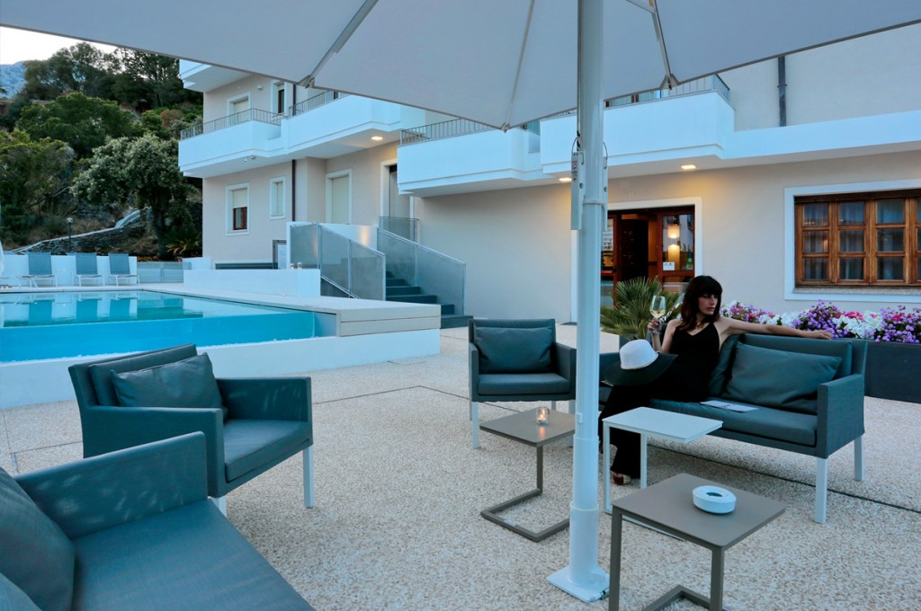 hotel-nettuno-cala-gonone_fotogallery-veranda-1