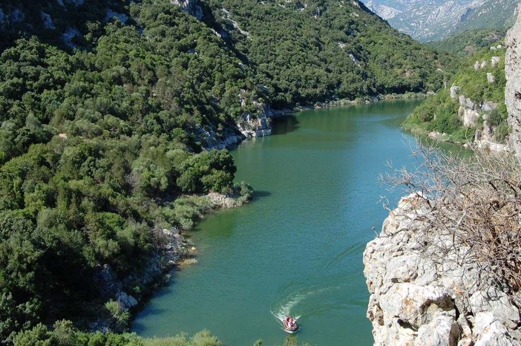 hotel-nettuno-cala-gonone_slider-ambiente-natura-fiume-1