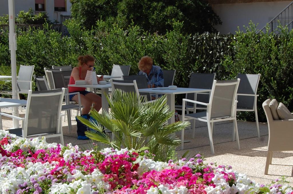 hotel-nettuno-cala-gonone_slider-giardino-piscina-4
