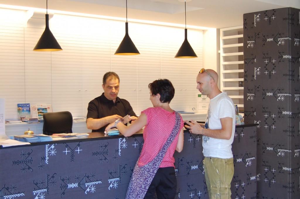 hotel-nettuno-cala-gonone_slider-reception-1
